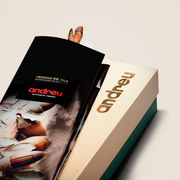 Jamón de Bellota 100% Ibérico alimentado en montanera (7 kg) en una caja para regalo.